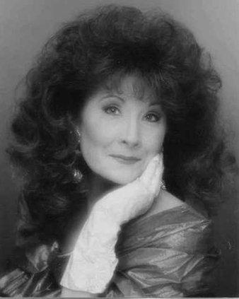 Debbie Gummbw
