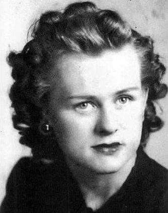 Delia Sevec 01 bw