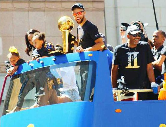 BKN--Warriors Parade pic