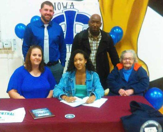 VB--Amaya Finley signs pic