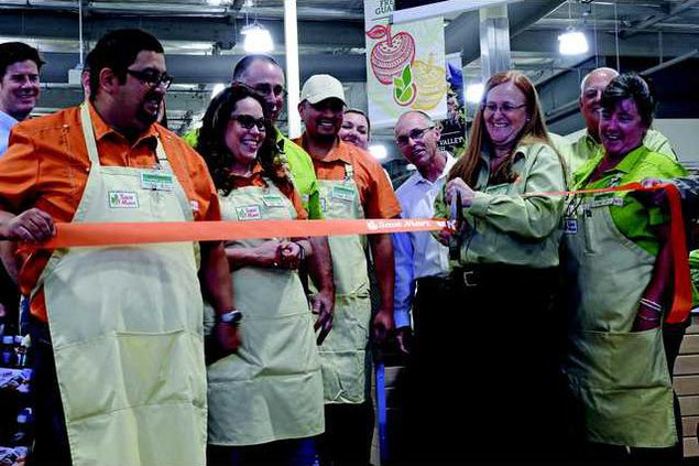 Save Mart ribbon cutting