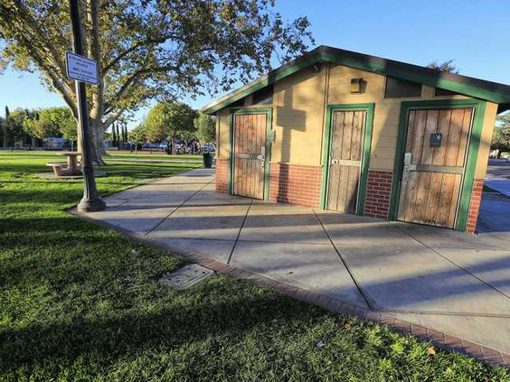 LIBRARY PARK RESTROOMS2 10-6-17