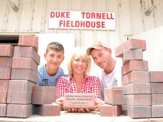 Bricks-for-stadium-DSC 4533-LT