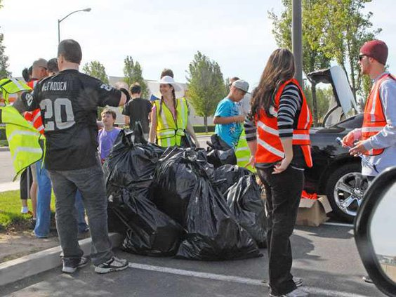Trash-pickup-DSC 2723