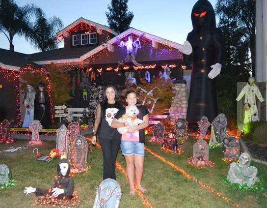 Halloween house pic1