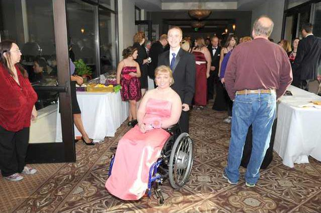 Special needs prom pic2