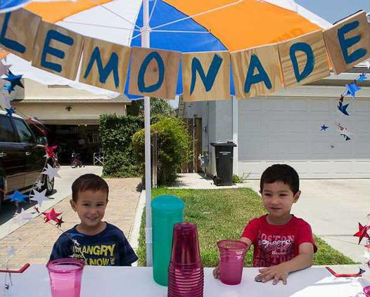 lemonade stand pic