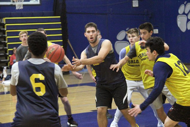 turlock boys basketball pic1