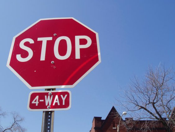 how-to-handle-a-4-way-stop.jpg