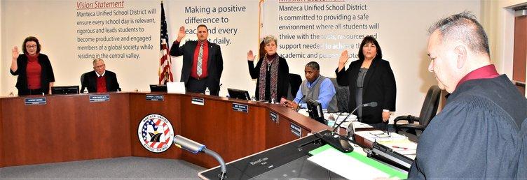MUSD trustees sworn DSC_3719.jpg