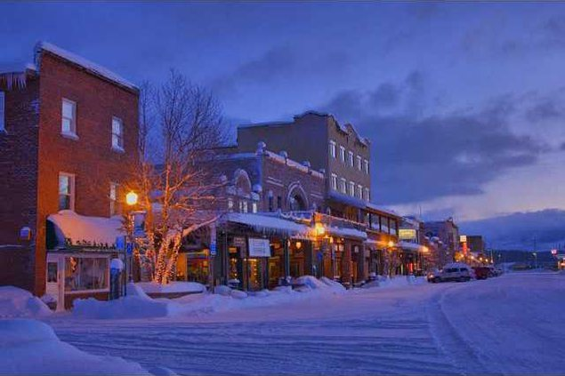downtown-truckee-at-dawn-california truckee getwaways