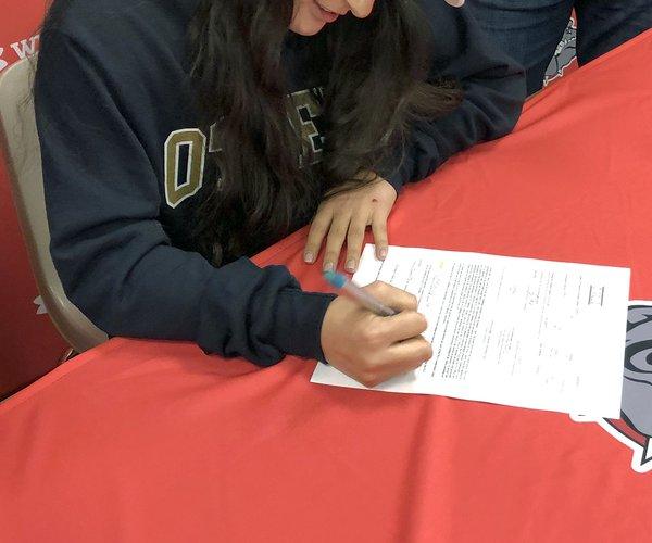 Vianney Perez signing