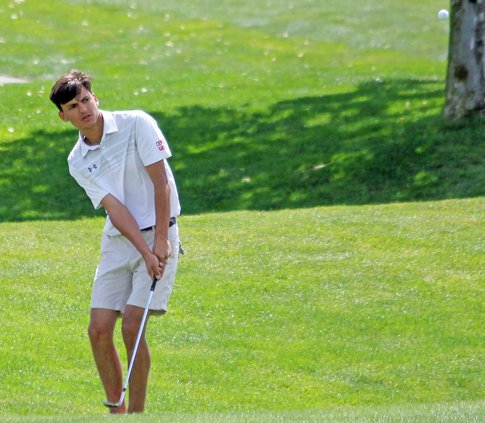 Gary Condit golfs