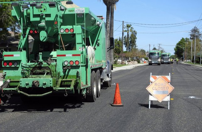 Slurry sealing of streets