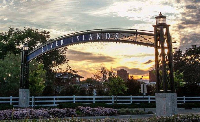 river islands entrance