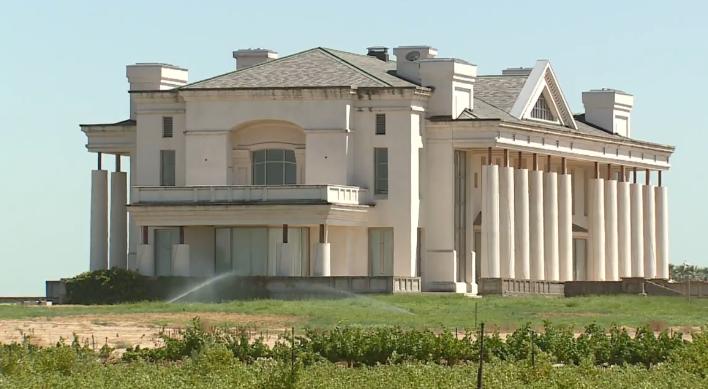 hat mansion 2