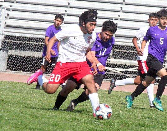 Diego Ruiz kicks