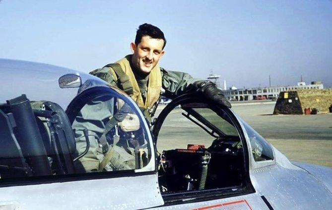 Bilson in cockpit