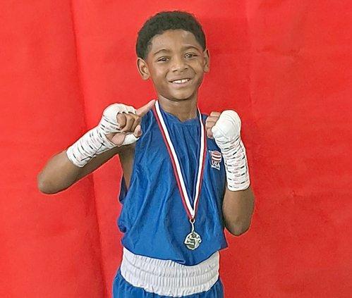 Damon Flores boxer