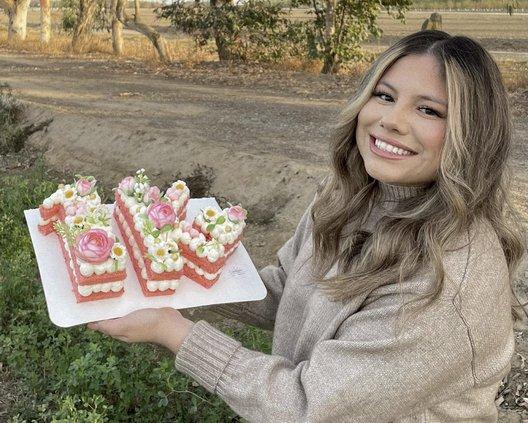 Cakes by Daisy