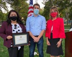 Lourdes Perez gets award