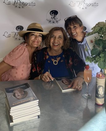 La Morenita book